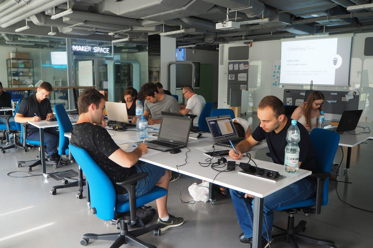 grupa weekendowa kursu C++ w Nokia Garage